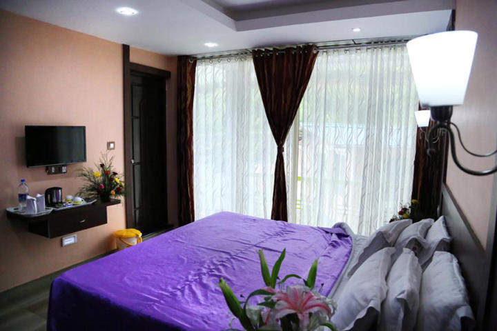 Munnar greenland cottage blooms luxury bedroom