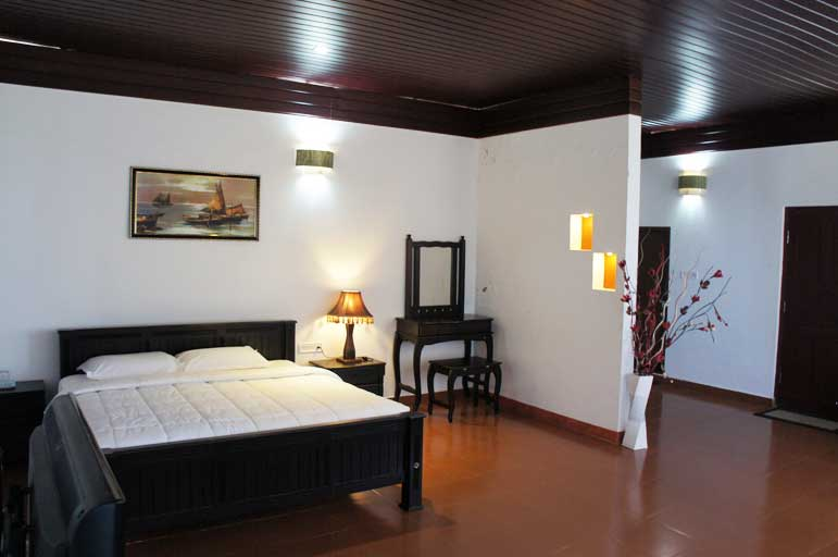 Munnar Gap Road Cottage Luxury Bed Room